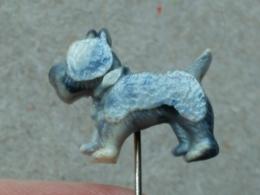 LIST 115 - CHIEN, DOG, PLASTIC PIN - Animals