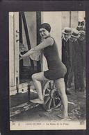 CPA 30 - GRAU-DU-ROI - La Reine De La Plage - T PLAN Jeune Femme En Maillot De Bain Rentrant Dans Une Cabine - Le Grau-du-Roi