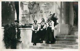 Cpsm Jeunes Filles Lettonnes En Costume National Exposition Paris 1937 - Lettonie