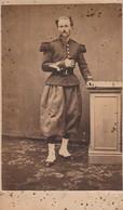 Photo : C.D.V. : Soldat En Pose - à Définir ( Lieu Voir Au Dos - Auxonne ???? - 1867 ) - Guerra, Militari