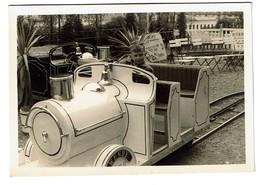 Petite Photo 1955 - 10 Cm X 7 Cm - Petit Train - Meli - Adinkerke - 2 Scans - Lieux
