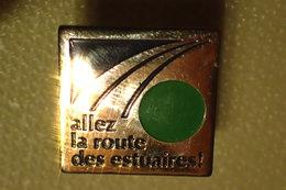 Pin's Allez La Route Des Estuaires , Autoroute A84 - Cities