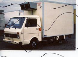 PHOTO COULEUR. CAMION Volkswagen . Refrigerant Viandes - Automobiles