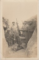 GUERRE 1914 - CARTE PHOTO - UNE MITRAILLEUSE TIRANT SUR UN AVION - TRANCHEE DE V° LIGNE - SUR COL 130 - WW1 - 2 SCANS) - Ausrüstung