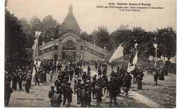 - CPA SAINTE-ANNE-D'AURAY (56) - Défilé Des Pèlerinages Avec Leurs Drapeaux Et Bannières à La Scala Sancta 1921 - - Sainte Anne D'Auray