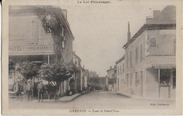 LIVERNON ( Le Lot Pittoresque ),: Poste Et  Grand'Rue Animées( Café De La Paix ) - Livernon