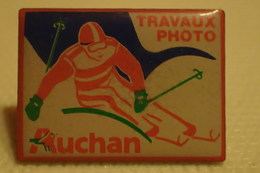 PIN'S: Travaux PHOTO Auchan ; Ski / Skieur - Photographie