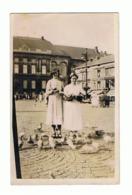 Photo Carte - LIEGE, Place Saint Lambert, On Nourrit Les Pigeons (b250) - Liege