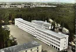CPSM Grand Format EN AVION AU DESSUS DE ... MONTARGIS (Loiret) Le Lycée En Foret Colorisée RV  Edit SOFER - Montargis