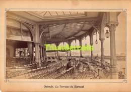 OUDE FOTO +/- 1900 OOSTENDE 20 CM X 14 CM ANCIENNE PHOTO OSTENDE ALBUMINE ALBUMINEE LA TERRASSE DU KURSAAL - Orte