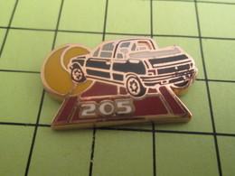 115d Pins Pin's / Rare & TB état / THEME : AUTOMOBILE / 205 CABRIOLET ROLAND GARROS Par HELIUM PARIS C'est Gonflé - Peugeot
