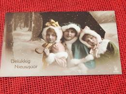 "FANTAISIES - ENFANTS  -   Enfants Sous La Neige "" Gelukkig Nieuwjaar "" - Portretten"