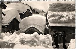 CPSM PETIT FORMAT 74 CHAMONIX - VILLAGE DU TOUR-  VUE SUR LE MONT BLANC - BEAUCOUP DE NEIGE - Chamonix-Mont-Blanc