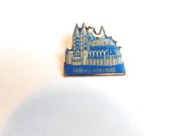 BATIR AVEC NOTRE EVEQUE  (Box2) - Pins