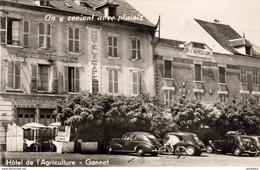 D03  GANNAT  Hôtel De L'Agriculture .......... Avec Peugeot 203 Et Citroen Traction Et Cycliste - France