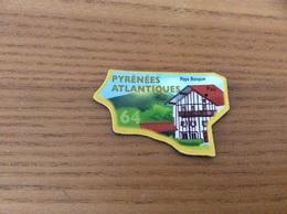 """Magnet Serie Le Gaulois Département Français """"64 PYRÉNÉES ATLANTIQUE"""" (Pays Basque) - Magnets"""
