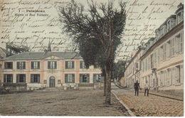 91 Palaiseau N°1 Mairie échafaudage à Gauche Et Rue Voltaire En 1906 Militaire Enseigne Huissier à Droite - Palaiseau