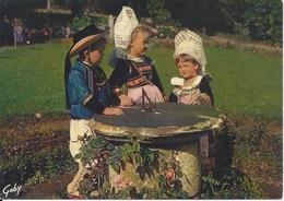 CPM France Région Concarneau Rosporden Cercle Celtique « Ar Rouedou Glas » Concarneau - Costumes