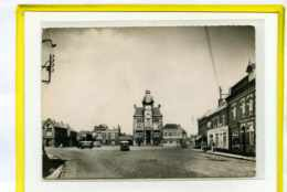 Annoeullin. Place De L'Hotel De Ville. Edit Cim N° 53 Postée 1961   Citroen HY Pompe Essence. D4A - Altri Comuni