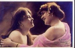 Donnina - Una Coppia Di Amiche Si Scambiano Un Abbraccio - Germania 1904 - Riproduzione Da Originale - Cartoline