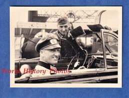Photo Ancienne D'un Soldat Allemand - Officier Au Volant D'une Auto Cabriolet à Identifier - Automobile WW2 Occupation - Automobiles
