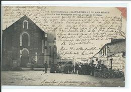 Saint-Etienne De Mer Morte-La Rue Principale Avec Un Groupe De Cyclistes - Other Municipalities