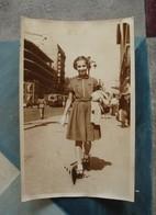 La Canebière Jeune Fille Immeuble Pouillon - Début Années 1950 - Personnes Anonymes