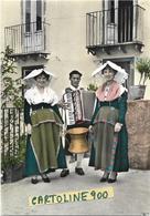 Molise-campobasso-boiano Costumi Di Boiano Veduta Donne Uomo Con Fisarmonica Casa  Anni 50 - Italia