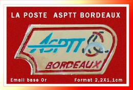 SUPER PIN'S POSTES : ASPTT BORDEAUX, émail Base Or, Format 2,2X1,1cm - Correo