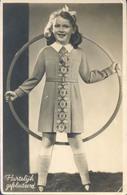 Kind Met Hoepel  (type Fotokaart) (mode Anno 1940) Hartelijk Gefeliciteerd (met Portzegel NVVP P69 1928) 2 X Scan - Kinderen