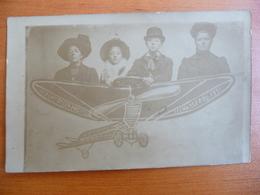 CPA - Photographie Famille Décor Avion - Départ De L'Exposition De Charleroi 1911 - Fotografie