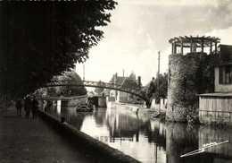 CPSM Grand Format MONTARGIS ( Loiret) Les Bords Du Canal De Briare Peniche Passerelle Cheval De Hallage RV J Lemosse - Montargis