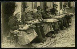 Ref 1309 - 1930 Ethnic Postcard - Lace Makers Belgium - Embroidery Sewing - Europe
