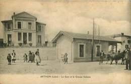 #200619F - 42 ARTHUN La Gare Et Le Groupe Scolaire - Attelage Paire Boeufs - Other Municipalities