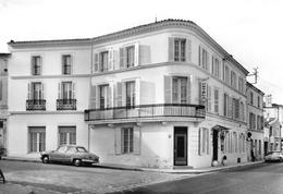 PONS - Hôtel-Restaurant De Bordeaux - Automobile - DS Citroën - Pons