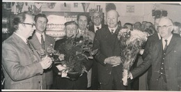 MALDEGEM DONK    --  FOTO 1973 = 17 X 13 CM ==    25 JAAR GEMEENTERAADSLID  RENE COENE - Maldegem
