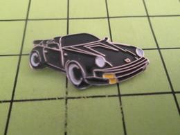 1010 Pins Pin's / Rare & TB état / THEME : AUTOMOBILES / PORSCHE CABRIOLET DECAPOTABLE NOIRE - Porsche