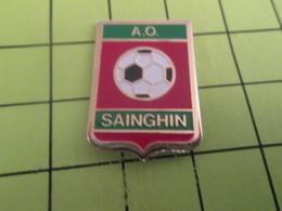 1010 Pins Pin's / Rare & TB état / THEME : SPORTS / FOOTBALL CLUB A.O. SAINGHIN - Football