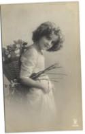 Jeune Fille Avec Fleurs - Non Classificati