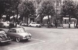 CPSM : La Garenne Colombes (92) Place Des Vallées Café Tabac Dauphine Renault, 4 Cv, 203 ...  Ed Abeille - Voitures De Tourisme