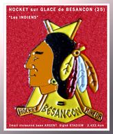 """SUPER PIN'S HOCKEY Sur GLACE BESANCON (25) : Visuel """"INDIEN"""" Pour Le HOCKEY Club De BESANCON, émail Cloisonné Argent - Winter Sports"""