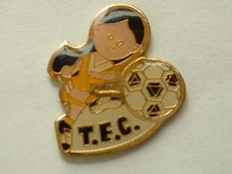 PIN'S FOOTBALL FEMININ - TEC - Football