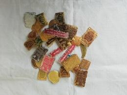 Lot D'étiquettes Anciennes Gaufrées De Flacon à Parfum - Labels