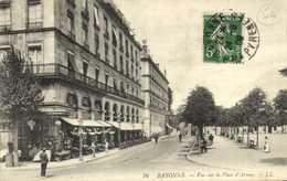 BAYONNE Vue Sur La Place D'Armes Commerce Café  RV - Bayonne