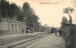 MONTSURS LA GARE AVEC LE TRAIN - France
