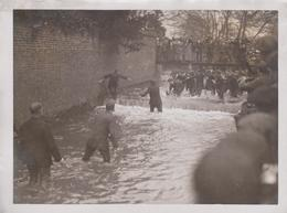 RIVER FOOTBALL SHROVETIDE AT ASHBOURNE DERBYSHIRE  21 * 16 CM Fonds Victor FORBIN 1864-1947 - Deportes