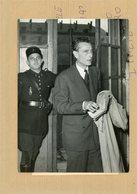 Photo Originale , Affaire  BARANES  .  EMMANUEL D'ASTIER DE LA VIGERIE  Au Tribunal Militaire - Guerra, Militares