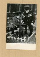 Photo Originale  Deux Vétérans De La Guerre 14/18   Au Champ Du Souvenir  Devant L'abbaye De WESMINSTER  En 1957 - War, Military