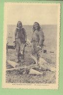 GRONLAND, Kalaallit Nunaat : Un Couple D'Esquimaux Aux Glaces Polaires. Groenland. TBE. 2 Scans. - Groenland
