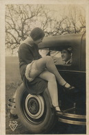 Real Photo Girs Sitting On A Car With Stockings . Michelin  Tyre. Fille En Bas . Drague . - Nus Adultes (< 1960)